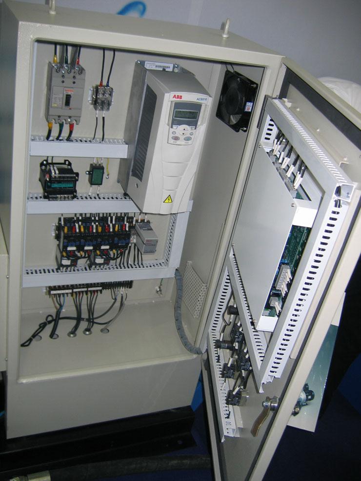 98   输出:三相,0-u供电,0-300hz  控制接口:3个ai,2个ao,6个di加一个
